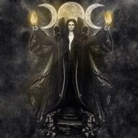 древнегреческая богиня лунного света, богиня-мать, покровительница ночи, всего таинственного, магии и колдовства, греческая богиня магии, богиня перекрестков, богиня дверей, богиня ключей, богиня некромантии и Тумана, дочь титанов Перса и Астерии, темная сторона луны, открывающая врата в иные миры, соединяющая всё со всем
