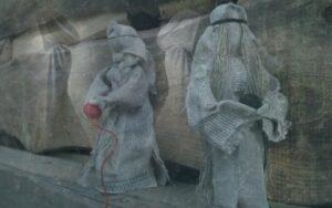 Конфликт традиций: славянской и христианства, культура жречества и культ языческих богов, трехчастотной система богов. Магия обережных кукол